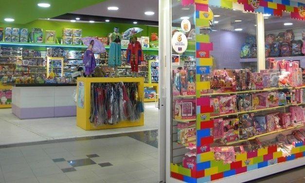 Los juguetes en las vidrieras, seguirán esperando por alguien que los compre