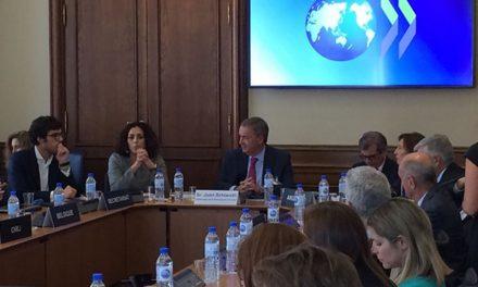 Schiaretti presentó su plan de gobierno en la Organización para la Cooperación y Desarrollo Económicos (OCDE)