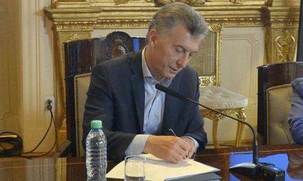 Macri firmó decreto para el pago del bono, que será de $5.000 y en cuotas
