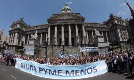"""Empresarios pymes se movilizaron al Congreso para reclamar """"medidas urgentes"""""""