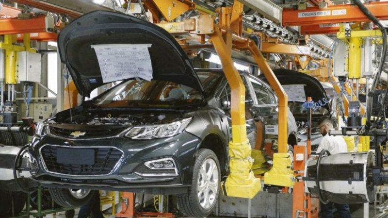 Para privados, la producción industrial cayó 9,5% en noviembre