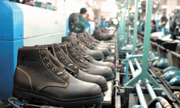 El Gobierno impulsa la participación de la industria nacional en las compras públicas de indumentaria y calzado para Seguridad y Defensa