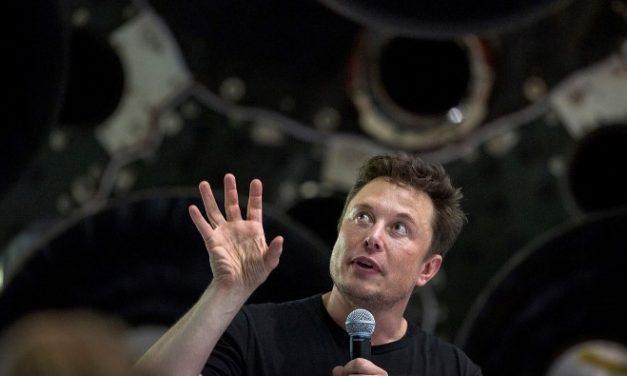 """Elon Musk: """"El año que viene podremos dormir mientras el auto se maneja solo"""""""