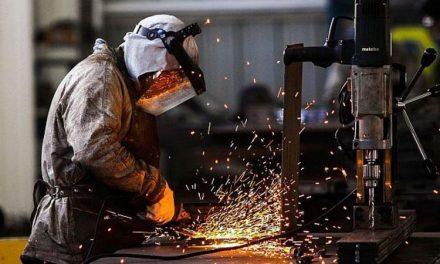 La industria tuvo una caída de 14,7% y la construcción se hundió 20,5% en diciembre