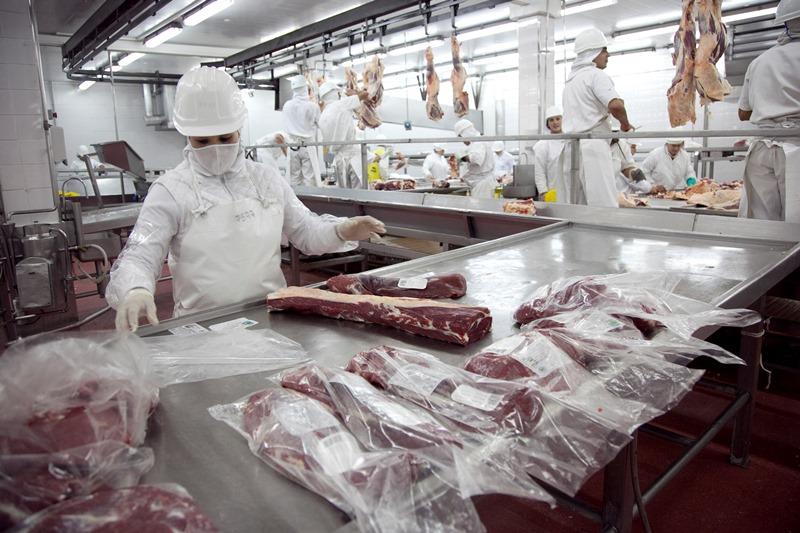 Las exportaciones de carne compensarían la baja de la demanda interna