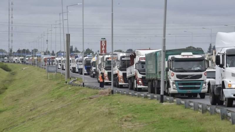 Masiva protesta de camiones, en Córdoba