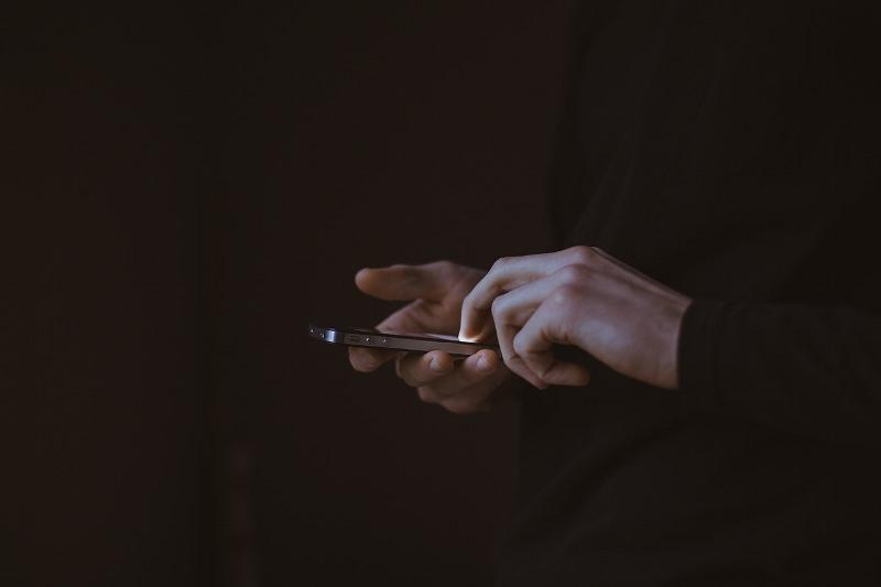 CONSEJOS PARA MEJORAR LA SEGURIDAD DEL TELÉFONO CELULAR CONTRA LOS ATAQUES CIBERNÉTICOS