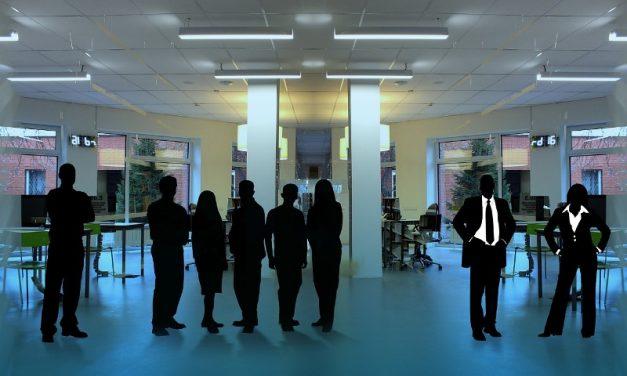 ¿Qué es un CEO, COO, CTO… y otras siglas mas en cargos empresariales?