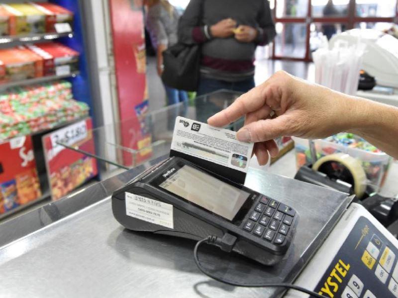 Según la Came, las ventas minoristas pymes cayeron 13,2% en locales físicos y crecieron 8,1% online