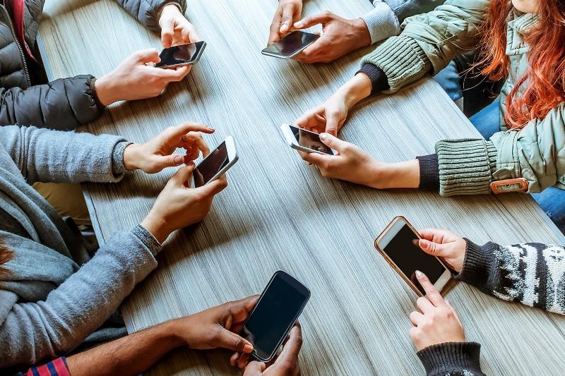 Redes sociales: ¿Por qué dejamos que se apodere de nuestras vidas?
