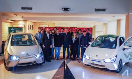 Macri en su paso por Córdoba, visitó Ciudad Empresaria y se subió a uno de los vehículos eléctricos de Volt Motors