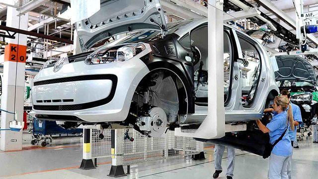 La industria automotriz cayó casi 48% en julio y ya acumula 12 meses de bajas