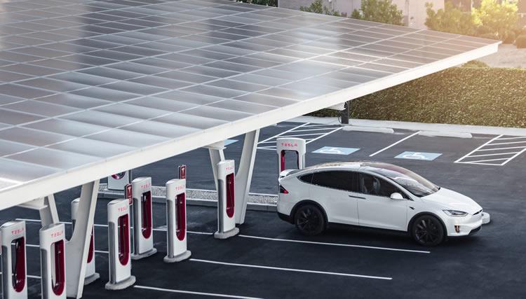 La Estación de Servicio del futuro ya llegó: energía solar y capaz de cargar 24 autos eléctricos al mismo tiempo