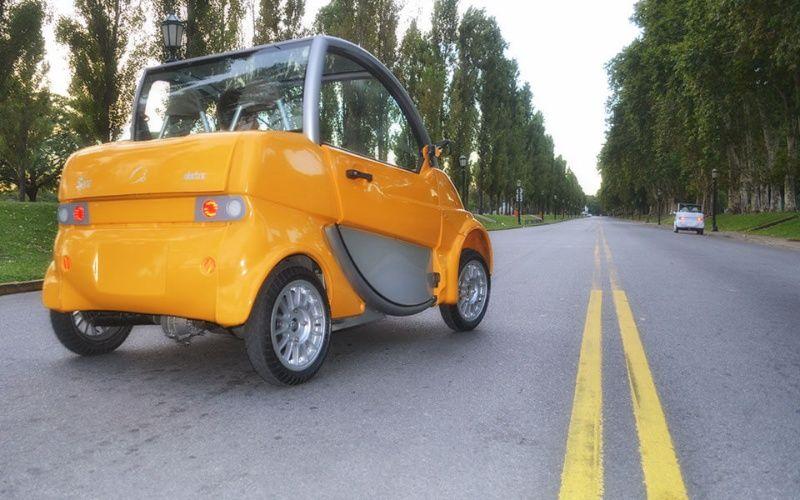 Se carga como un celular y puede recorrer 100 kilómetros con 40 pesos