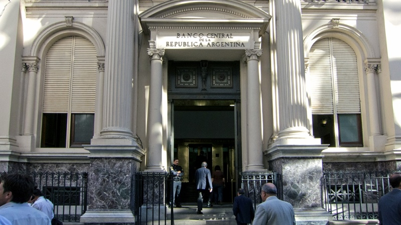 Los bancos operarán normalmente y extenderán la atención al público hasta las 17