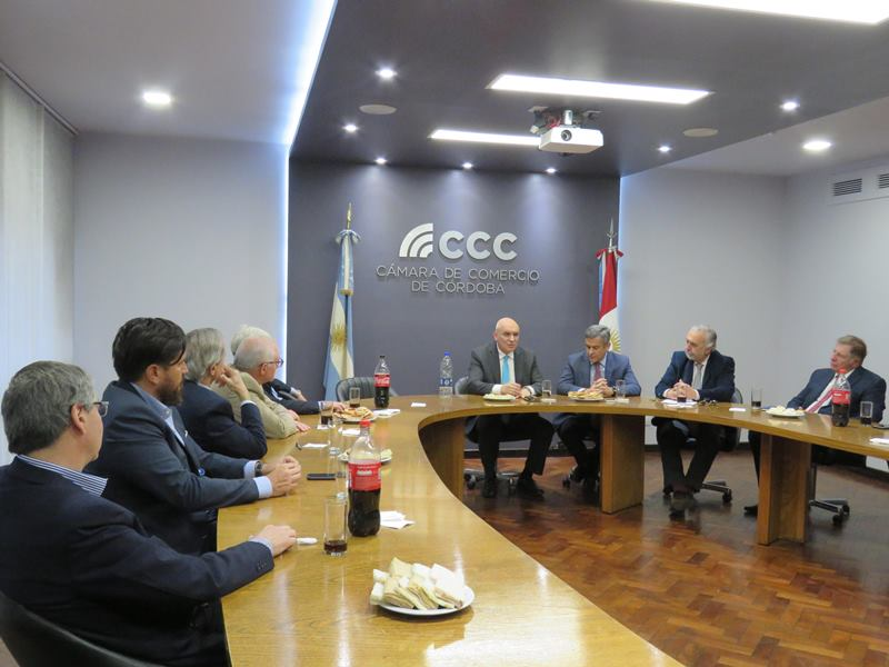 Espert en la Cámara de Comercio junto al G6 Córdoba