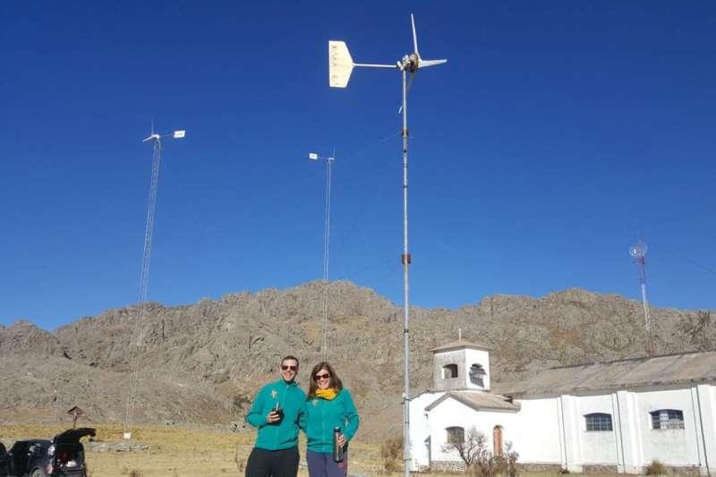 Sustentabilidad: la pareja que recorre la Argentina promoviendo el uso de energía eólica