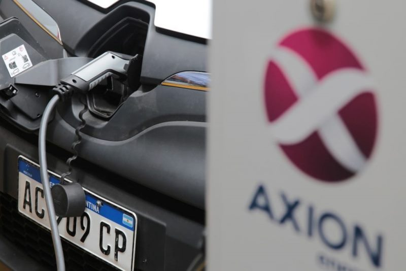 El Gobierno reglamentó la instalación de Estaciones de Servicio para cargar autos eléctricos