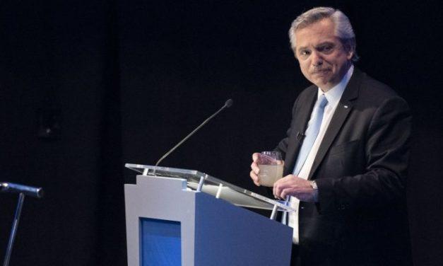 Fernández: «El presidente uberizó la economía argentina»