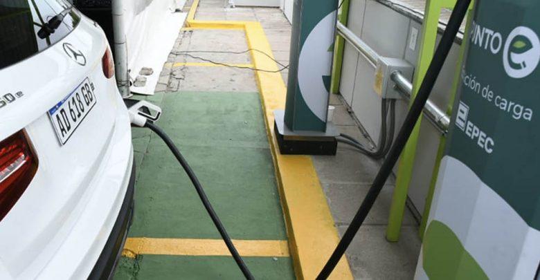 Córdoba: Inauguran el primer punto de carga para autos eléctricos