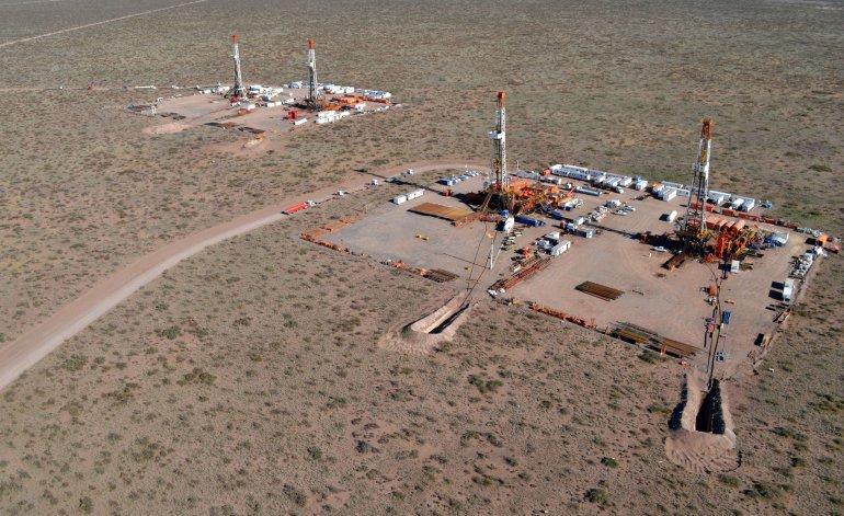 Vaca Muerta, la esperanza petrolera nacional, paralizada por la crisis