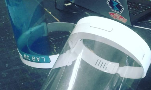 Emprendedores fabrican máscaras protectoras para el coronavirus y las reparten gratis en centros de salud
