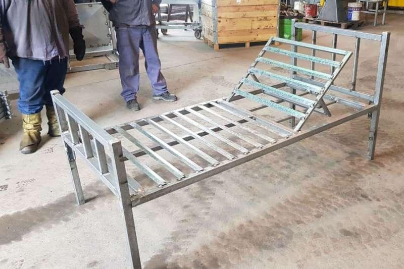 #Reinventarse: De fabricar mangas, corrales y bretes, ahora hacen camas para hospitales