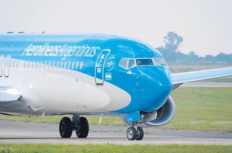 """Aerolíneas Argentinas y Austral se fusionan: """"Las compañías que no se adaptan, desaparecen"""""""