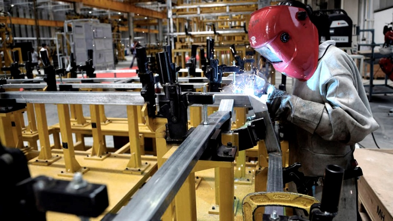 Por la cuarentena, la producción de las pymes industriales se desplomó 53,1% en abril