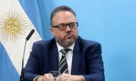 Kulfas exhortó a los empresarios a trabajar junto con el Gobierno