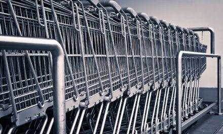 Comercios piden que se prohíba en todo el país la venta de ropa, calzado y juguetes en supermercados