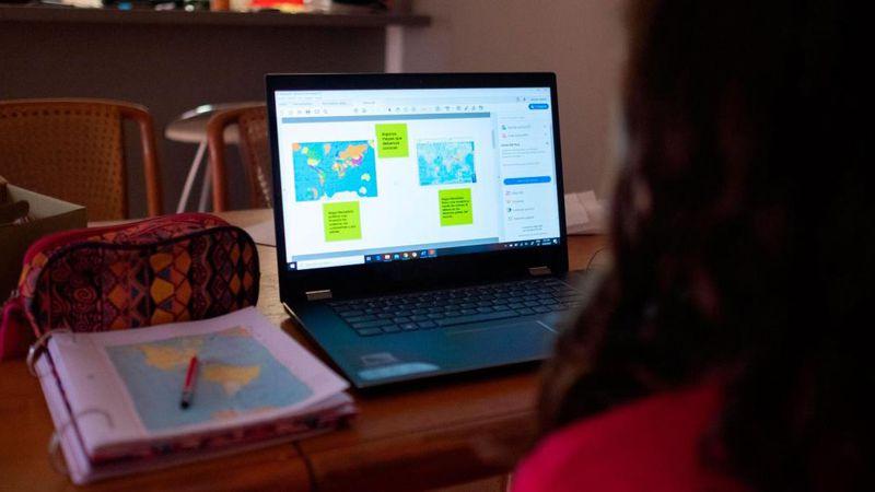 Los planes de netbooks educativas crearán unos 2.000 empleos