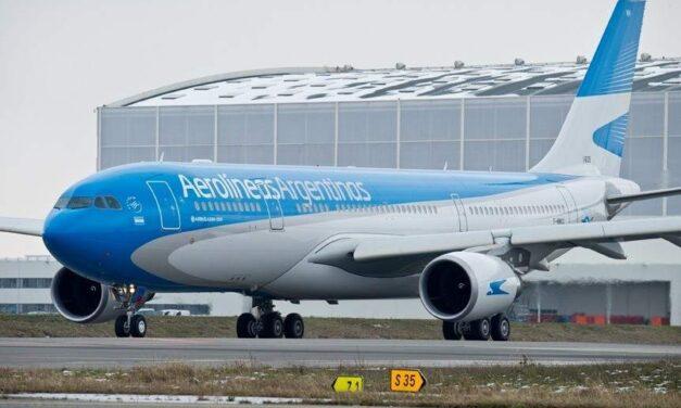 Aerolíneas Argentinas reanudó sus vuelos regulares de cabotaje, estos son los requisitos y protocolos