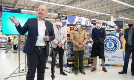 Inauguraron en un supermercado la primera góndola de Hecho en Córdoba