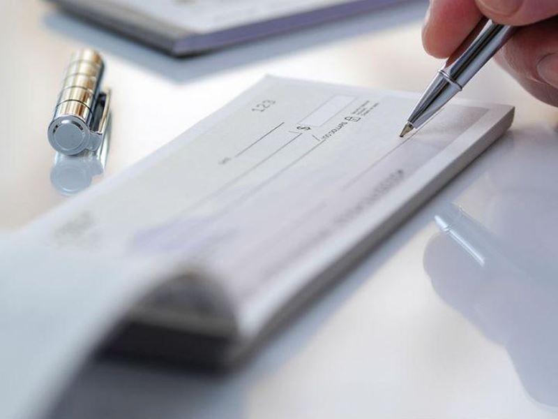 Se encareció un 50% la tasa para descontar cheques a empresas